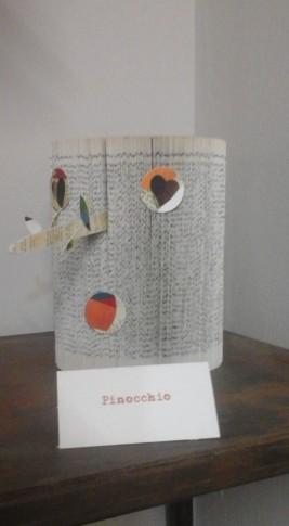 Pinocchio libro pagine piegate e cartoncini